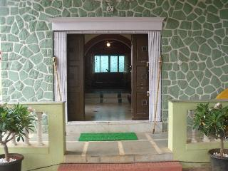 Beautiful Fully Furnished 3 BHK Heritage Villa on Rent in Lonavala!!