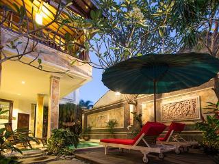 Villa Indah Lagi - Walk to beach, cafes and spas!