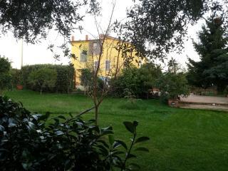 Il mio casale giallo / My yellow farmhouse, San Mango Piemonte