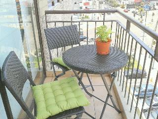 We offer aparts w/ balcony, pool close Larcomar !, Lima