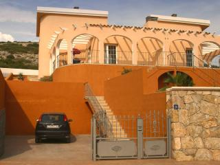 Villa with private pool, mountain and sea views, Peniscola
