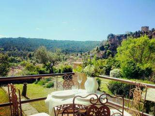 Romantic house in the heart of the peaceful Provence, with view