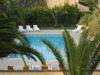 Luxury St Tropez villa Apts.Airconditioning Pool Parking WiFi Terrace Near town