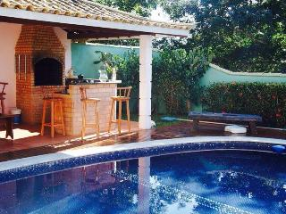 Piscine et coin grillades - Swimming pool and BBQ - Piscina e churrasqueira