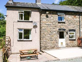 2 LLAWRCOED ISAF, pet friendly, character holiday cottage, with a garden in Llan