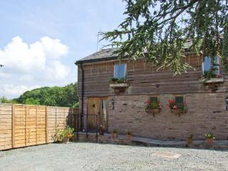 WOODLAND VIEW, pet-friendly, WiFi, shared hot tub, open plan living, cottage near Pembridge, Ref. 26401