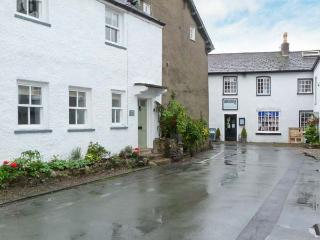 WHARTON COTTAGE, Rayburn range, WiFi, patio, close to Lake Windermere, Ref 913904, Cartmel