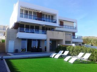 4 Bedroom Villa on the Sea front, Luz