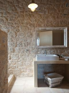 Ensuite bathroom of the two master bedrooms