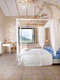 Master Bedroom with ensuite bathroom (1st Floor)
