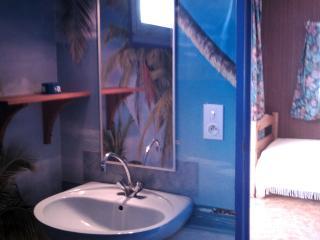 vue partielle de la salle d'eau