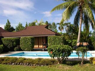2 bedroom lagoon view villa with pool in Tahiti, Punaauia