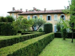 Villa Balbi, Locate Varesino