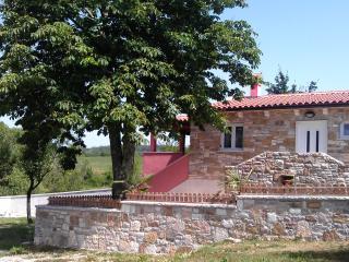 House Tri Marije, Pazin