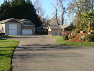 Serene, Riverfront 3BR Home in Grants Pass - Beautiful Location Overlooking the