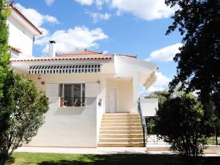 ELEGANT HOUSE IN ERETRIA