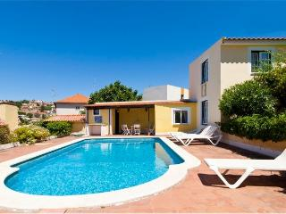 House w/ pool close to beach, Lisboa