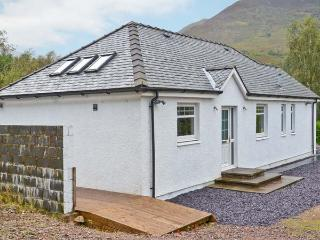 CNOC NAN CUBHAIG, country holiday cottage, with a garden in Ballachulish, Ref