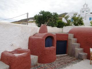 External, the lower level of the yard with the traditional oven