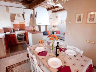 Soggiorno con angolo cucina, Living area with Kitchen