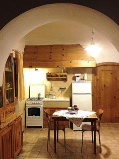La cucina costruita con la legna dei boschi murgesi