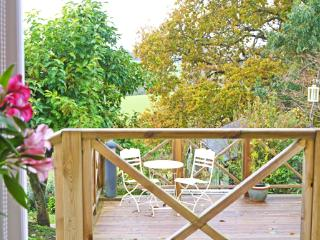 Pretty rural cottage with deck, nr Battle, Sussex, Sedlescombe