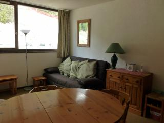 Studio sleeps 4 150m to lifts,shops and ski school etc