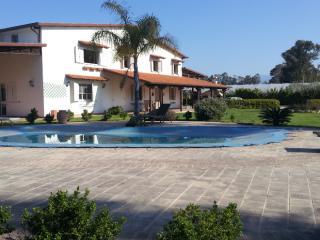 Affascinante villa con Piscina a bella farnia, Bella Farnia