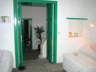 Haria - Habitación violeta con baño al patio, Hembert