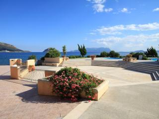 Big Apartment, 3 rooms, with shared pool, Golfo Aranci