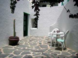 Terraza jardin con 2. puerta de la habitacion violeta