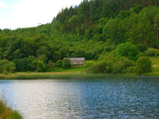 Ty Newydd, Luxury on the lake, stunning views., Conwy