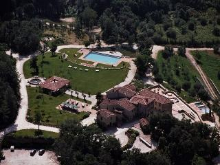 Villa Tocchi holiday vacation luxury large spa villa to rent italy, tuscany