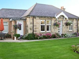 LODGE COTTAGE, pet friendly, with a garden in Elgin, Ref. 14427