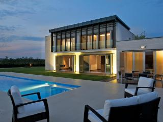 Luxury Contemporary Villa with swimming pool, Frisa