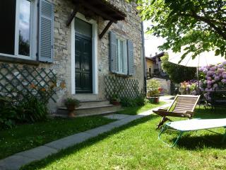 Casa Giardino in centro storico a 50 metri da lago, Gravedona