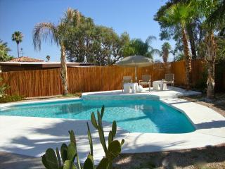 Desert Oasis: Classic Mid Century Modern Home!, Rancho Mirage