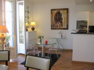 JdV Holidays Apartment Sauge, modern apartment for up to 4 in Central Nice, Niza