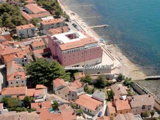 Private suites Novigrad 8245 1-room-suite