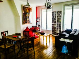 Very quiet charming flat in central Paris, Parijs