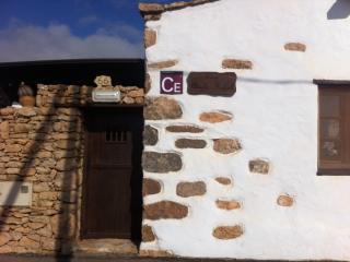 Nombre de la casa y cartel de Casa Emblematica