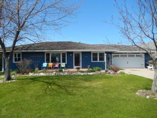 Pet Friendly 3 BR home with Lake Huron View, Cheboygan