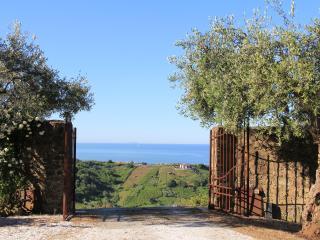 Convento La Perla nell'oliveto con vista mare