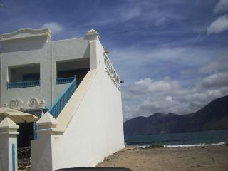 Villa MANRIQUE in Famara for 5 p, Soo