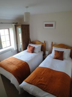 Second Bedroom with rural views - 2 x single beds