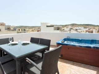 085 Sunny Penthouse with Views, San Pawl il-Baħar (St. Paul's Bay)