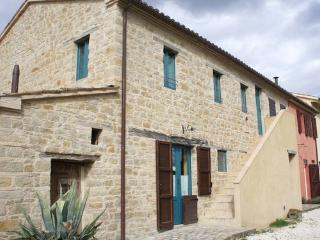 Appart. 80 mq in colonica ristrutturata, Marche, Serra San Quirico