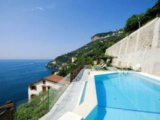 Nido - sea view, pool and private terrace with BBQ