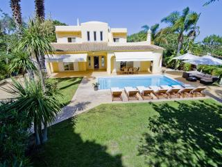 Villa Jasmim - Non Overlooked 4-Bedroom Villa in a Quiet Area Near Vale do Lobo.