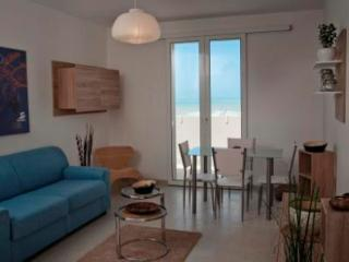 pietre a mare appartements with sea view, Marina di Ragusa